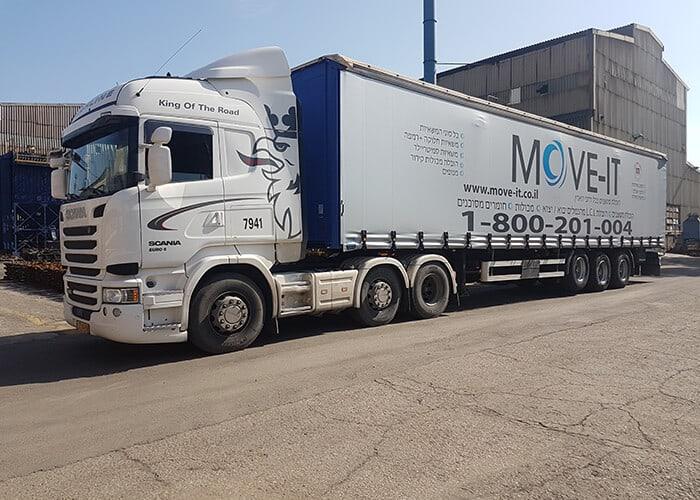 נגרר וילונות המהווה חלק מצי הרכבים המתקדם של Move-it